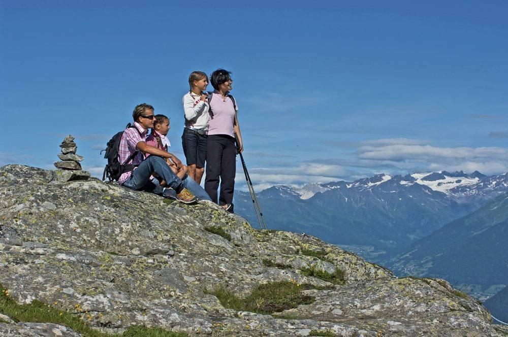 Outdoor-Aktivitäten vor imposanter Bergkulisse